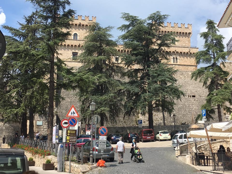 """Taglio degli alberi davanti al castello di Celano, Santilli: """"Pronto alle critiche"""""""