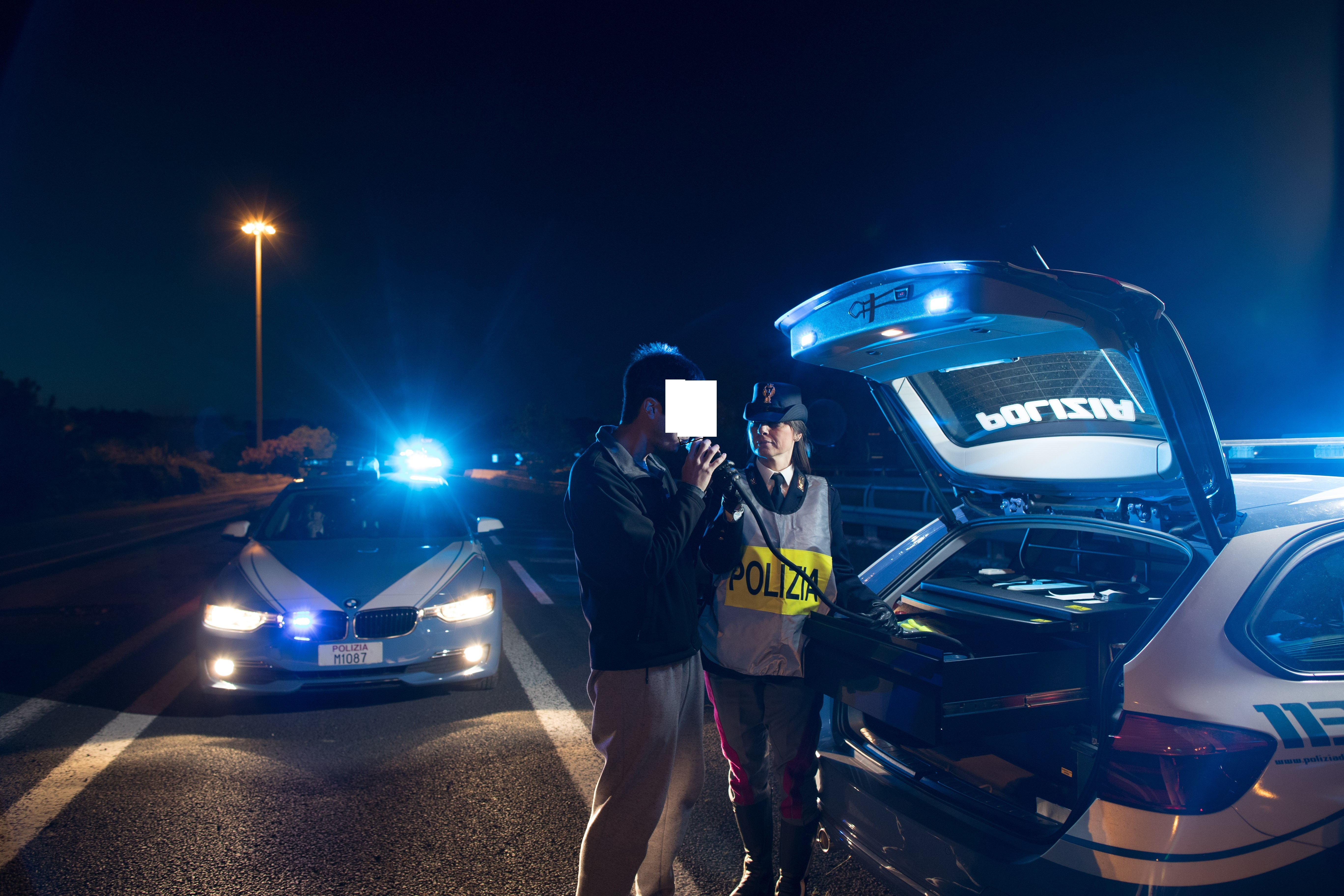 Controlli della Polizia stradale di Avezzano: in una notte ritirate 9 patenti, decurtati 95 punti e una persona positiva al test della droga