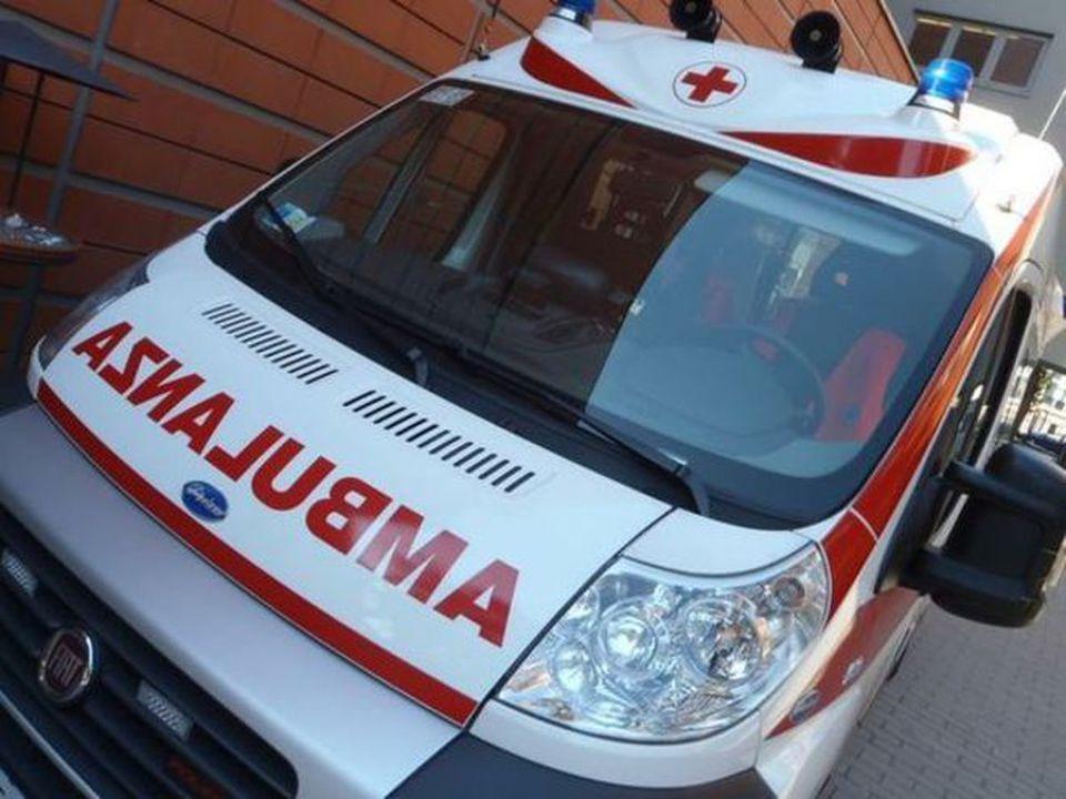 Ambulanza in ritardo per colpa delle buche