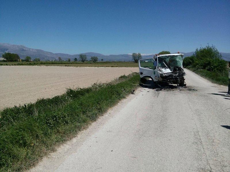 Violento schianto tra furgone e trattore, grave marsicano