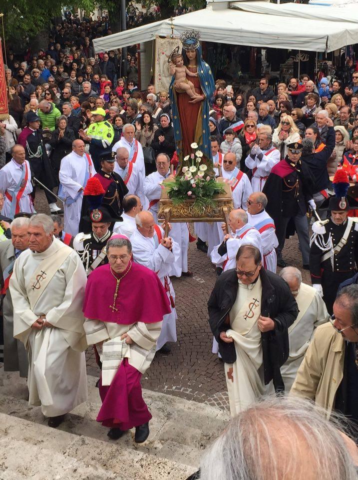 In migliaia per la tradizionale Processione della Madonna di Pietraquaria