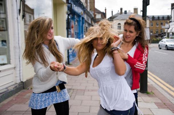 Si picchiano in strada: assolte tre donne