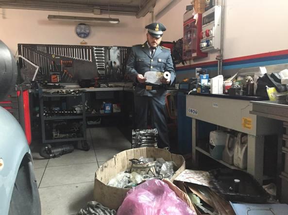 Avezzano, garage privato trasformato in officina: meccanico denunciato