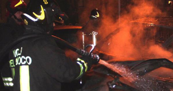 Auto in fiamme a Celano