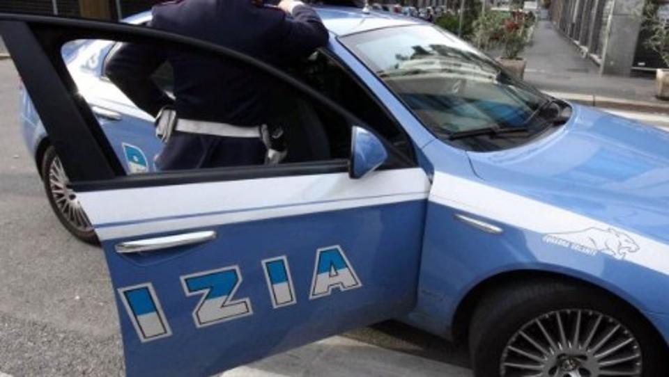 Si faceva consegnare auto, bancomat e smartphone da acquirenti debitori per cocaina. Arrestato un cittadino rumeno