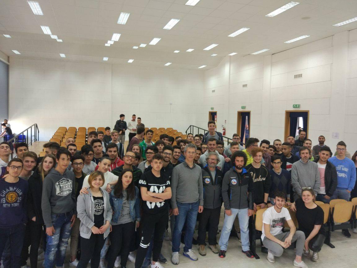 """Gli studenti dell'IIS Galilei coinvolti nella conferenza """"La sismotettonica dell'Appennino"""""""