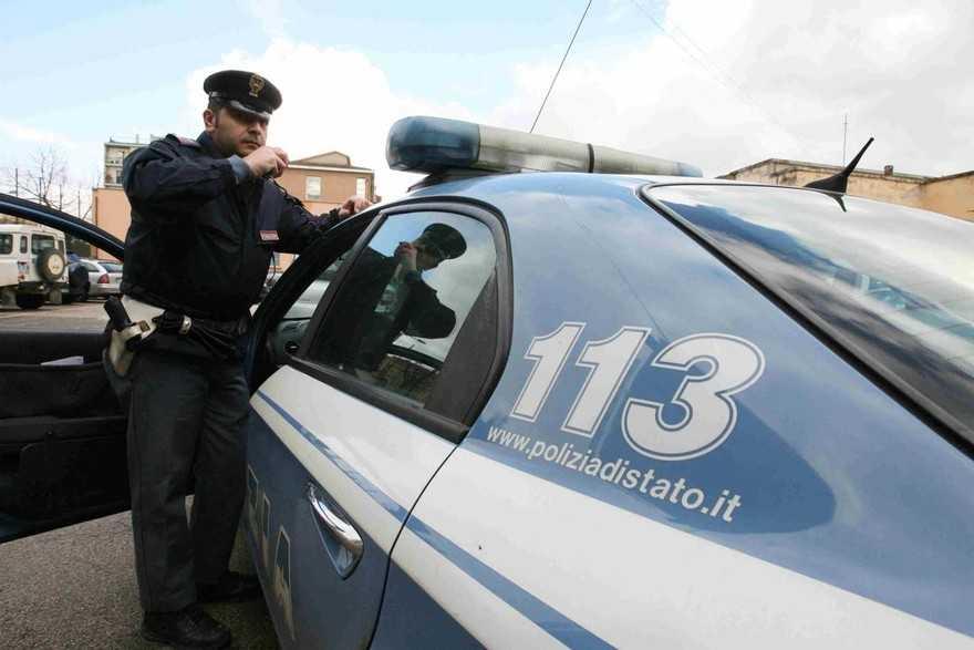 Scippata e ferita davanti a un negozio, la polizia rintraccia e denuncia un marocchino. Sta al dormitorio della diocesi ma ha il divieto di dimora ad Avezzano