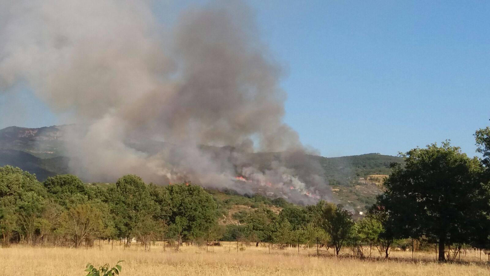 Incendio a Lecce nei Marsi, denunciato un ultraottantenne. Era convinto di aver spento un fuoco acceso dietro casa