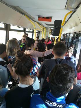 Bus super affollati, proteste dei pendolari   FOTO