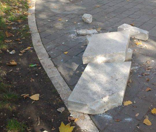 Danneggiamento panchina piazza Torlonia, identificato il responsabile