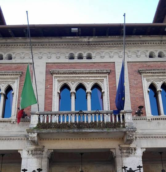 Bandiere a mezz'asta al Comune di Avezzano in memoria degli esuli istriani dalmati e delle foibe
