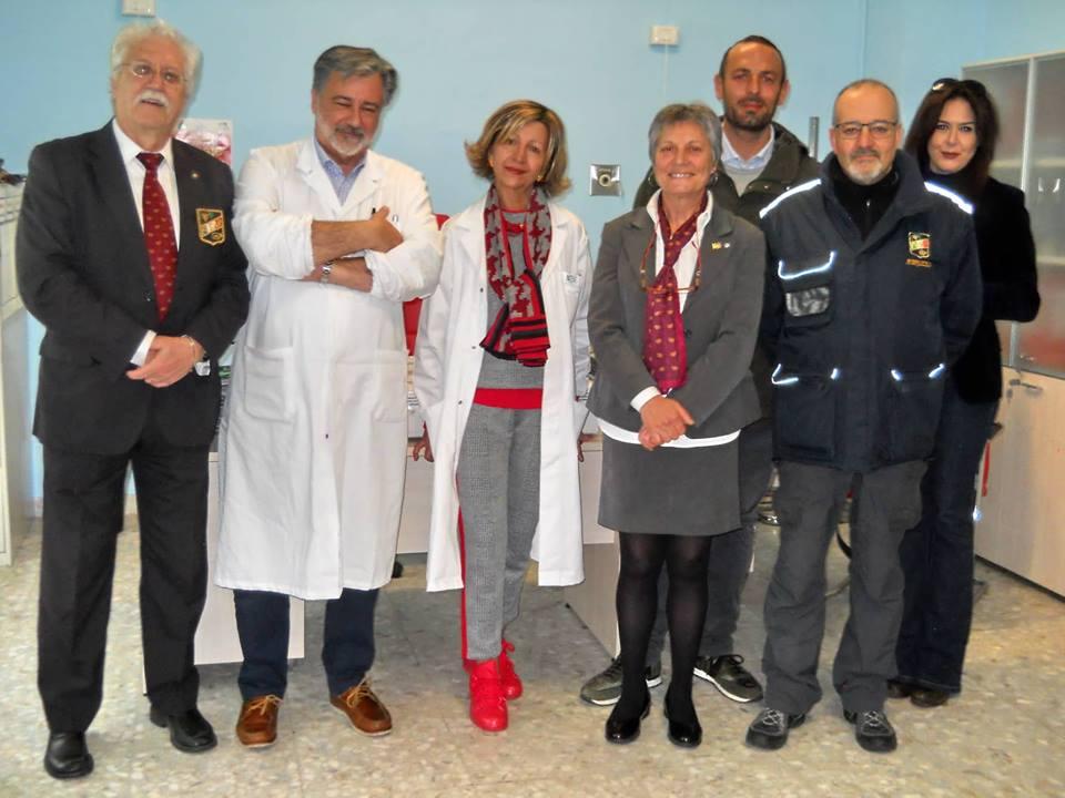I sommelier della Fisar L'Aquila donano una lampada per la diagnostica al reparto di pediatria dell'ospedale