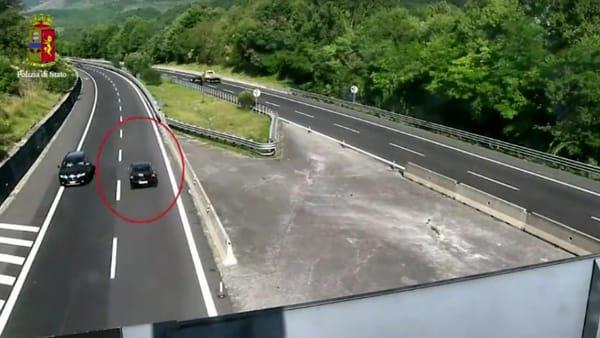 Percorre 15 km contromano sulla A24: fermato   VIDEO