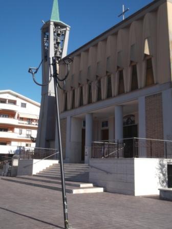 Avezzano: il palo 'ornamentale' in piazza Santa Maria Goretti