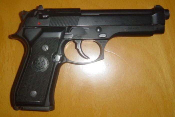 Ladri dimenticano pistola in una casa appena svaligiata