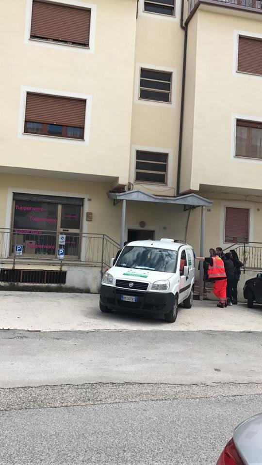 Psicologa trovata morta in casa. Sul posto i carabinieri, nessuna pista esclusa