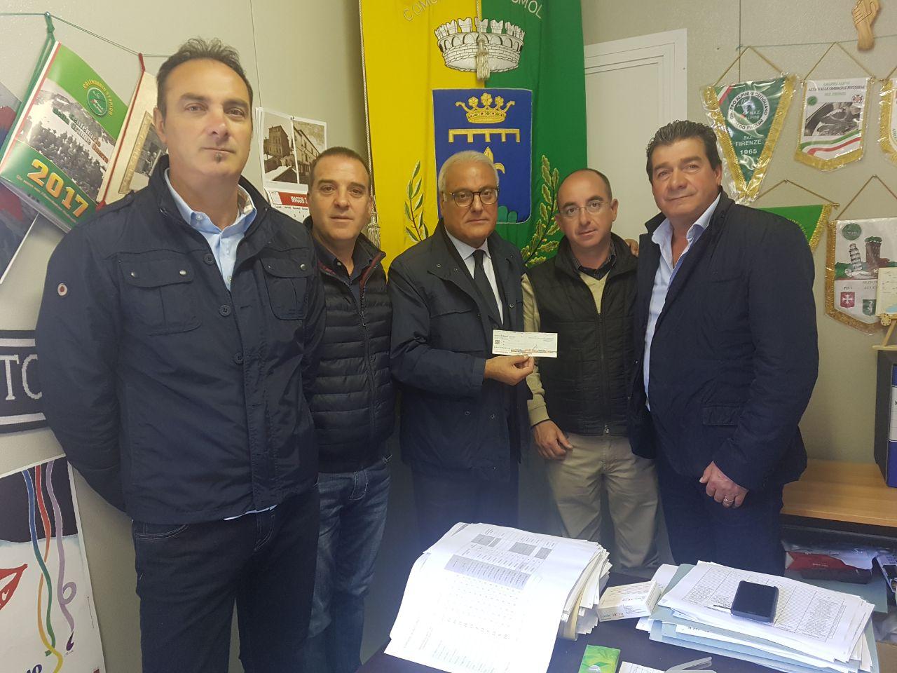 Il sindaco Ciciotti ad Accumoli con un assegno per le popolazioni colpite dal sisma
