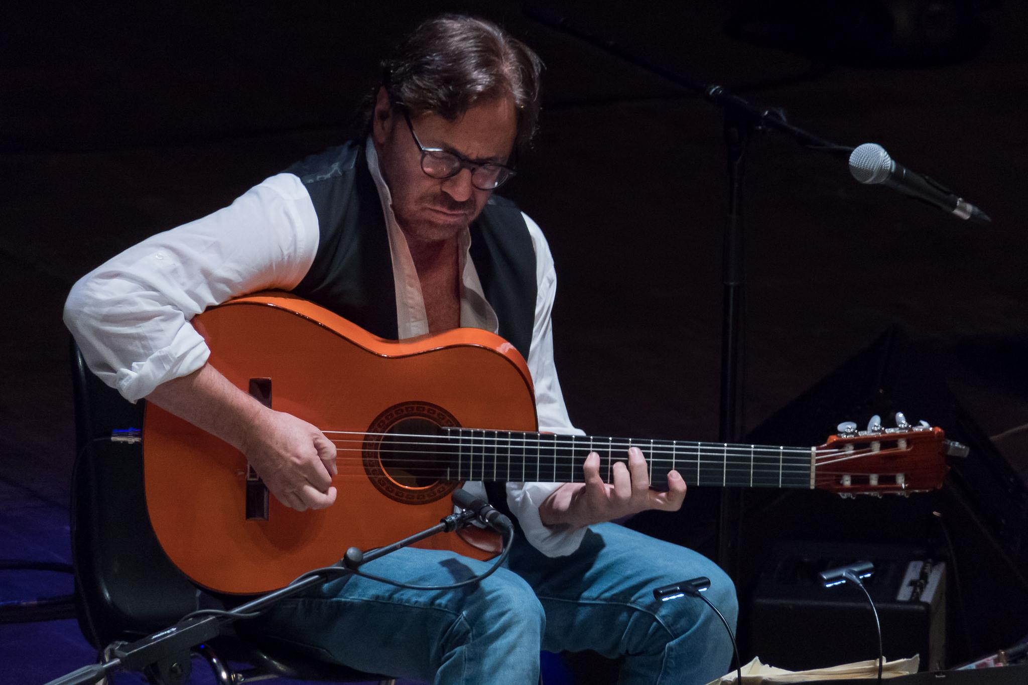 Teatro Dei Marsi, tripudio di emozioni con il chitarrista statunitense Al Di Meola