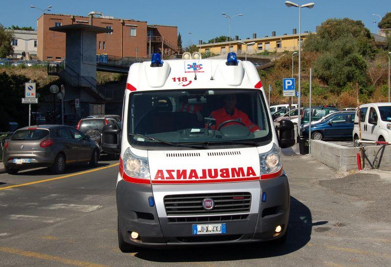 63enne cade per strada per un infarto, salvato dai compaesani