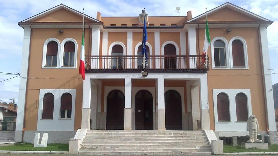 Il Comune di Capistrello azzera i compensi degli amministratori: «Qui la Politica non è per una poltrona»