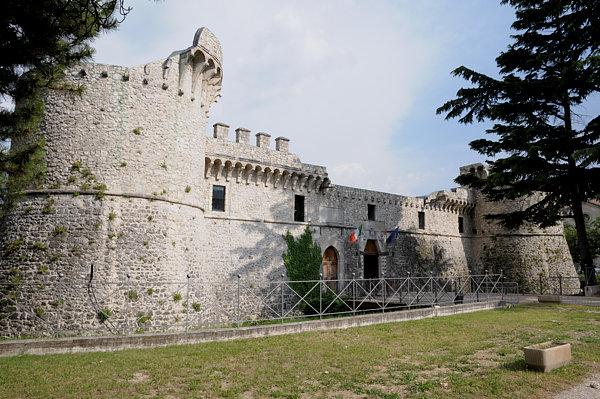Parte dal Castello Orsini il percorso del candidato sindaco Gabriele De Angelis