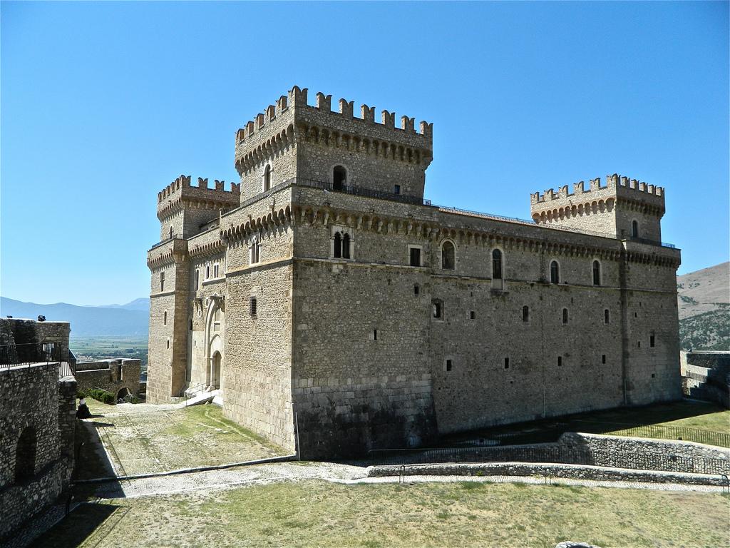 """Celano, archeologia al castello Piccolomini """"La cultura figurativa nei santuari italici"""""""
