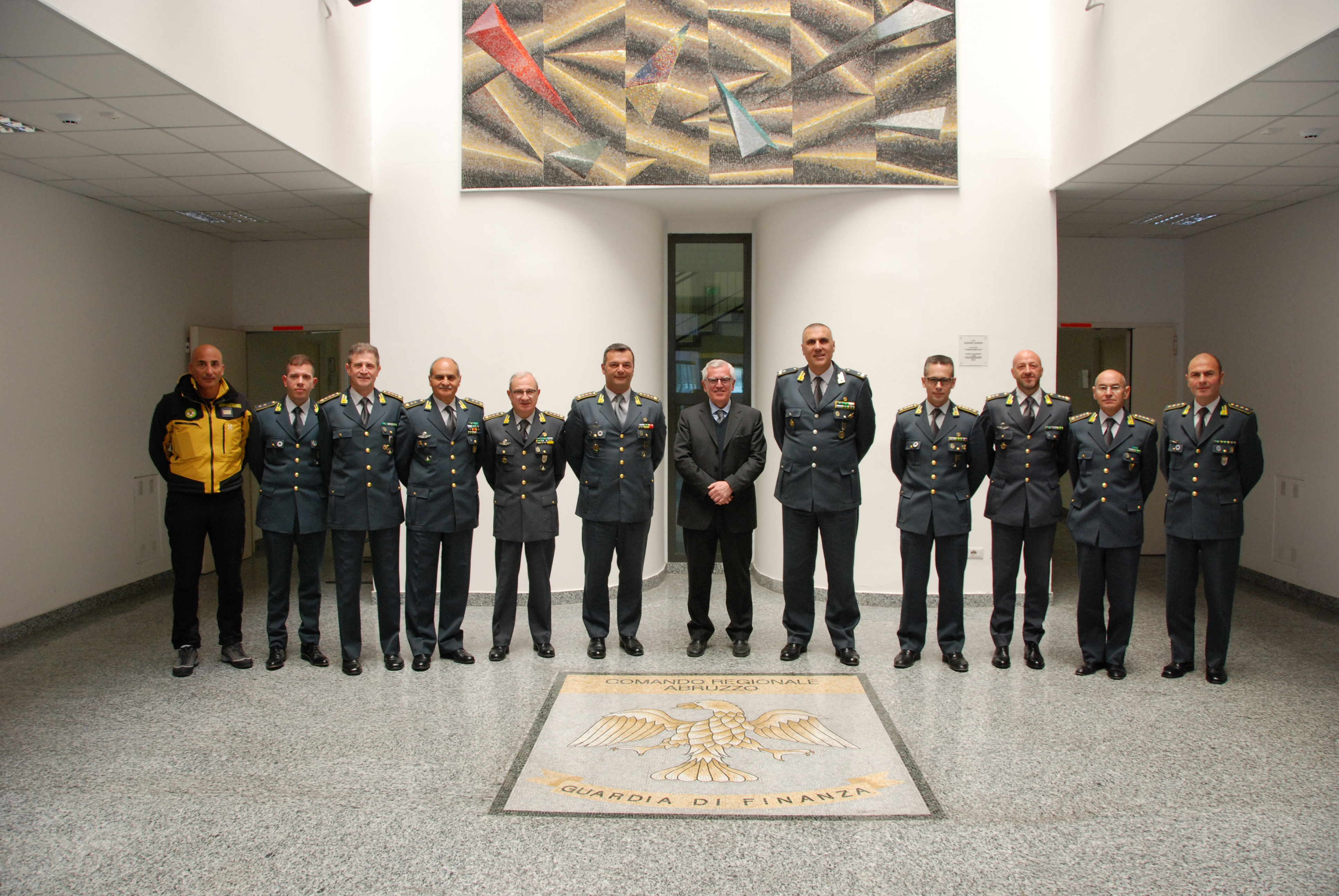 Il prefetto Giuseppe Linardi visita il comando regionale della Guardia di Finanza