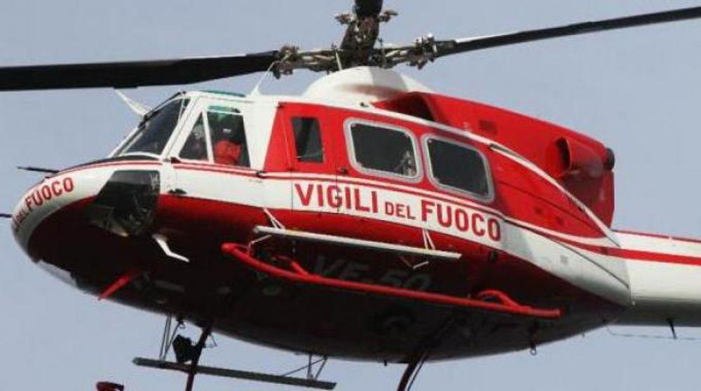 L'elicottero dei Vigili del Fuoco recupera tre escursionisti sul Monte Velino