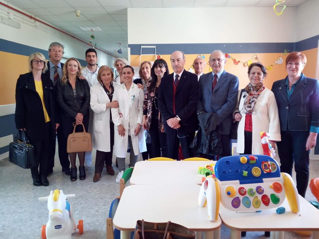 Avezzano, il Lions Club dona tre poltrone al reparto pediatrico dell'ospedale