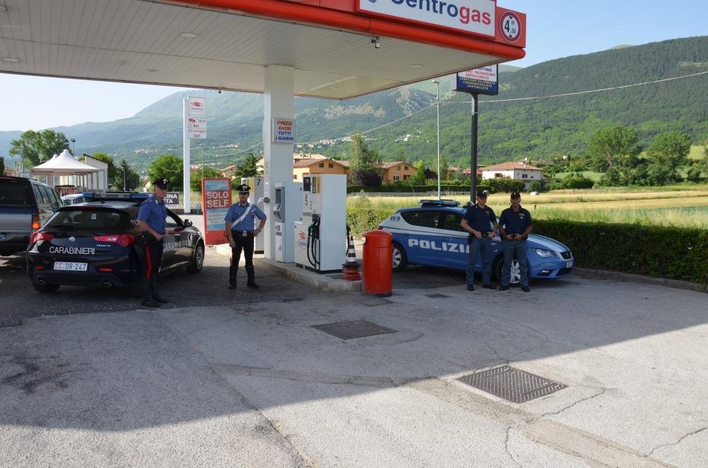 Assaltati due distributori di carburante. Carabinieri e Polizia di stato arrestano 3 rumeni