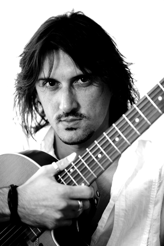 Il cantautore Francesco Sportelli presenta la sua nuova canzone sull'immigrazione