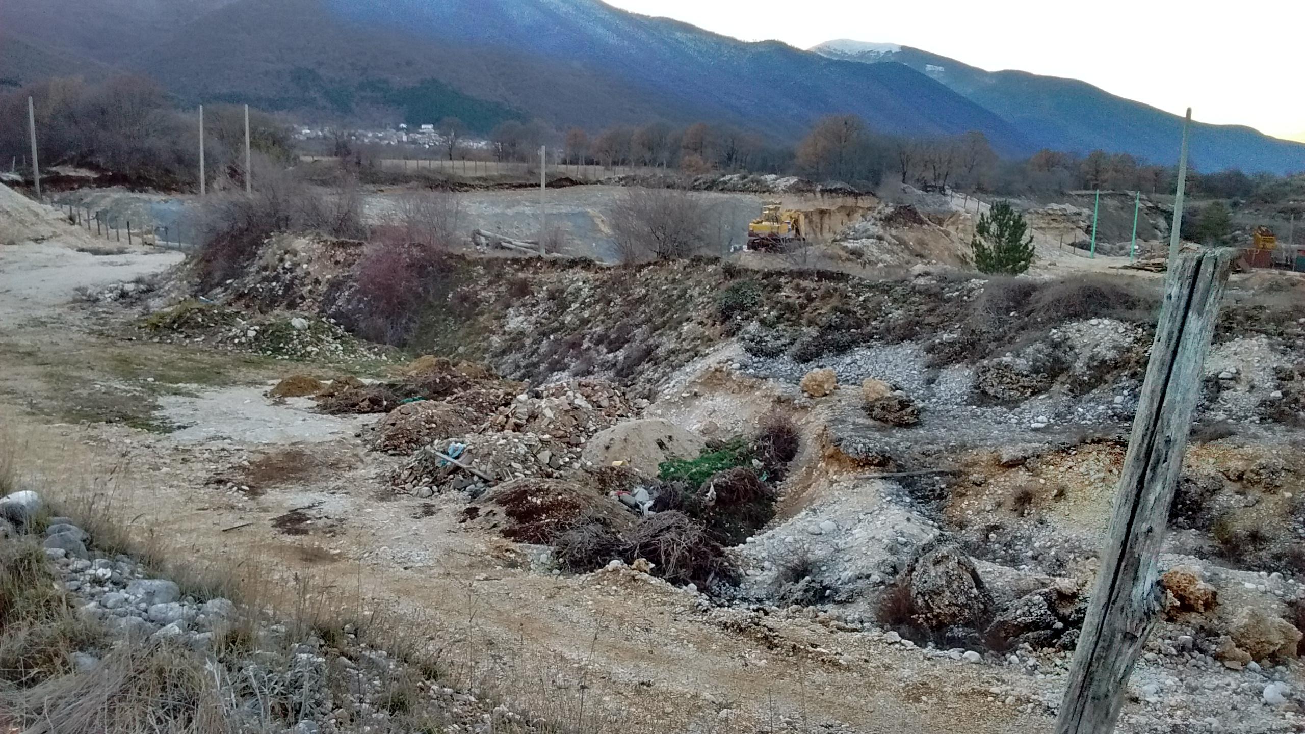 Ex cava Le Grottelle, conclusa conferenza di servizi. La ditta deve identificare, rimuovere e smaltire i rifiuti