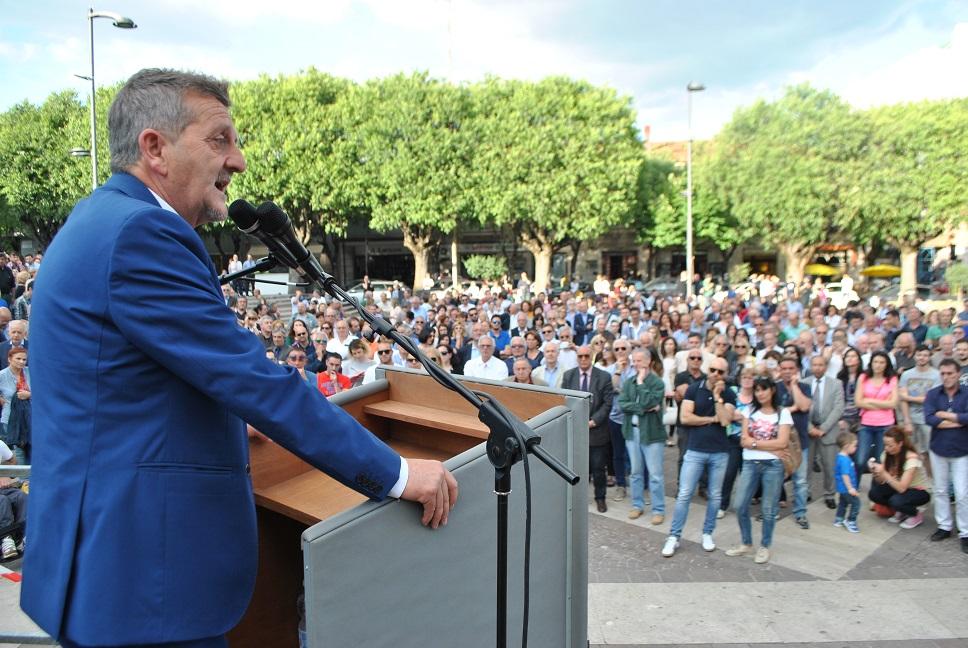Tanti sostenitori in Piazza Risorgimento per il comizio di Di Pangrazio