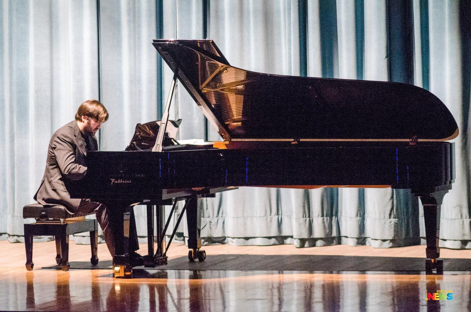 """Teatro dei Marsi, il pianista Davide Cabassi scherza ai nostri microfoni: """" Mi sono avvicinato alla musica per disperazione dei miei genitori"""""""