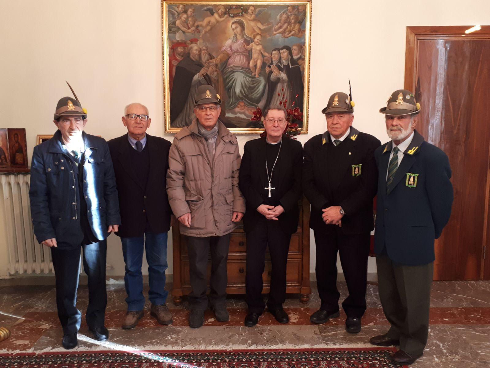 Scambio di auguri Natalizi tra l'Associazione Nazionale Finanzieri d'Italia di Trasacco e il Vescovo dei Marsi, Mons. Pietro Santoro.