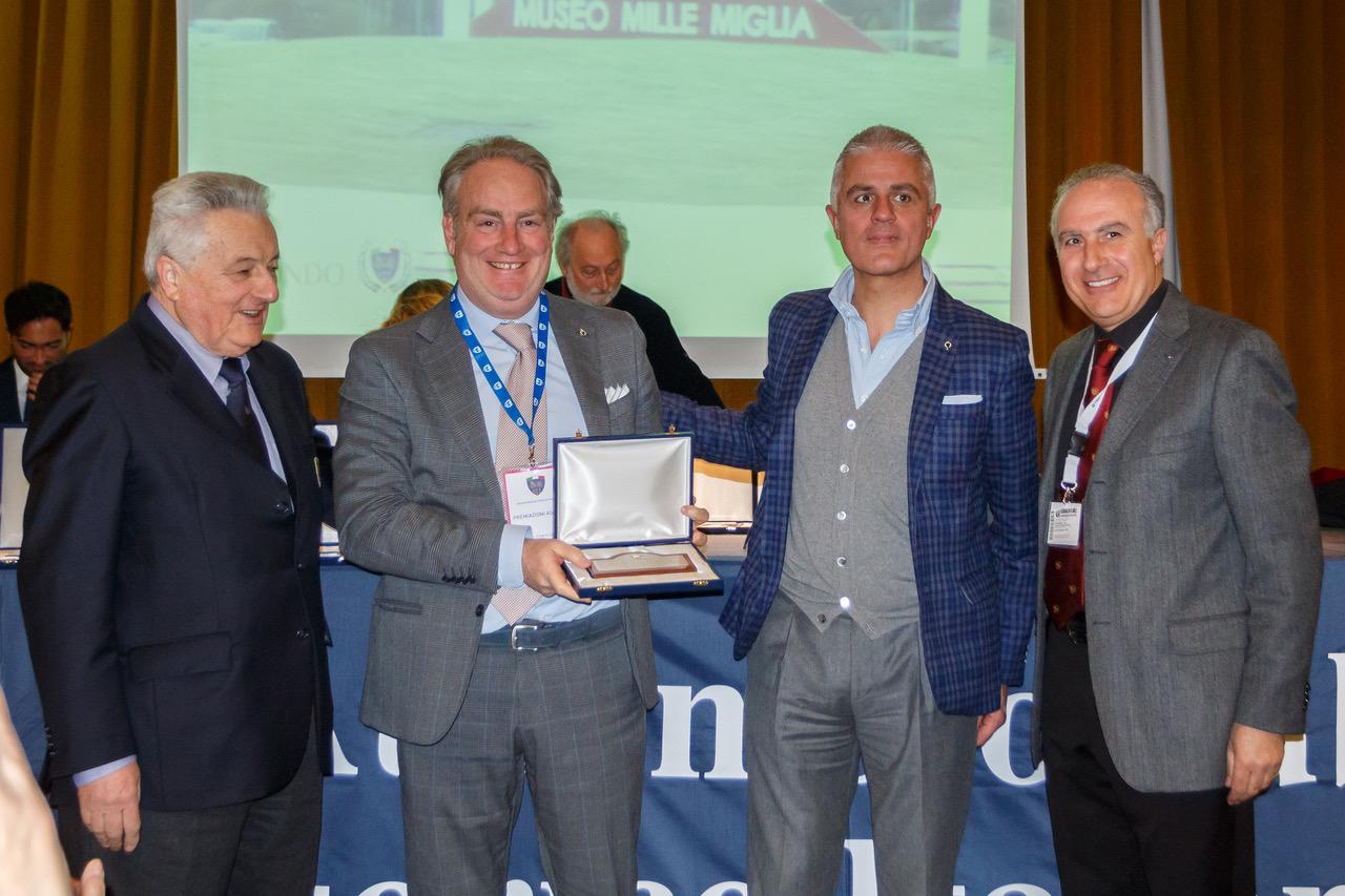 """Il Jaguar Drivers' si è aggiudicato l'ambito premio """"Manovella ad Honorem"""""""