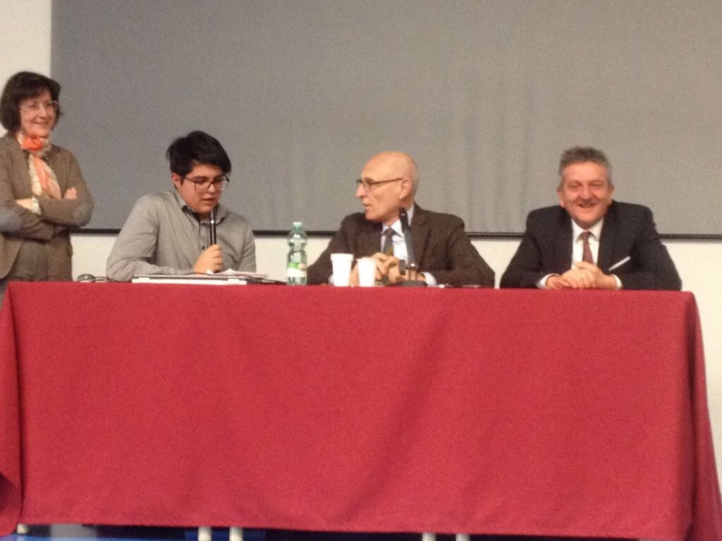 Avezzano, il sindaco Di Pangrazio avvia le conferenze a scuola per trattare il tema dell'informazione