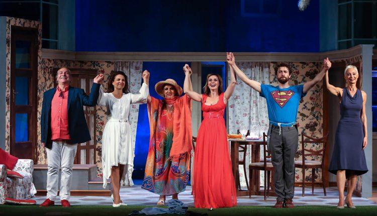 Teatro dei Marsi: un successo straordinario per le partenopee Serena Autieri e Tosca D'Aquino