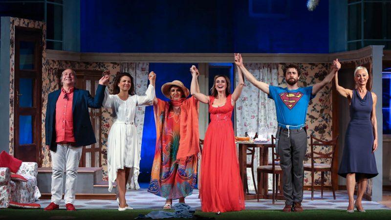 """Autieri - D'Aquino da sballo. La commedia """"Ingresso Indipendente"""" entusiasma il pubblico del Teatro dei Marsi"""