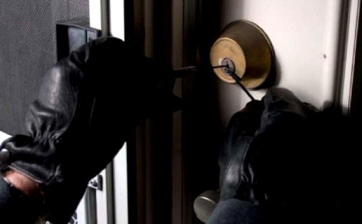 Rapina in pieno centro ad Avezzano, criminali bloccano in casa un avvocato, picchiandolo e minacciandolo con un coltello da cucina