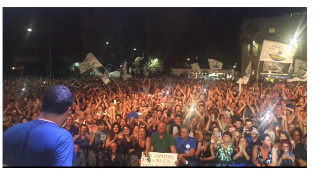 Il Gruppo Giovanile Marsicano della Lega sul palco con Matteo Salvini