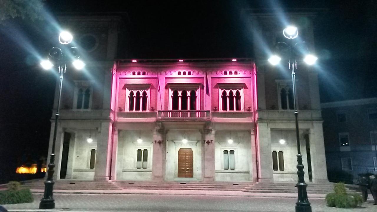 """Avezzano aderisce alla campagna """"LILT for Women"""", il comune e le fontane illuminate di rosa"""