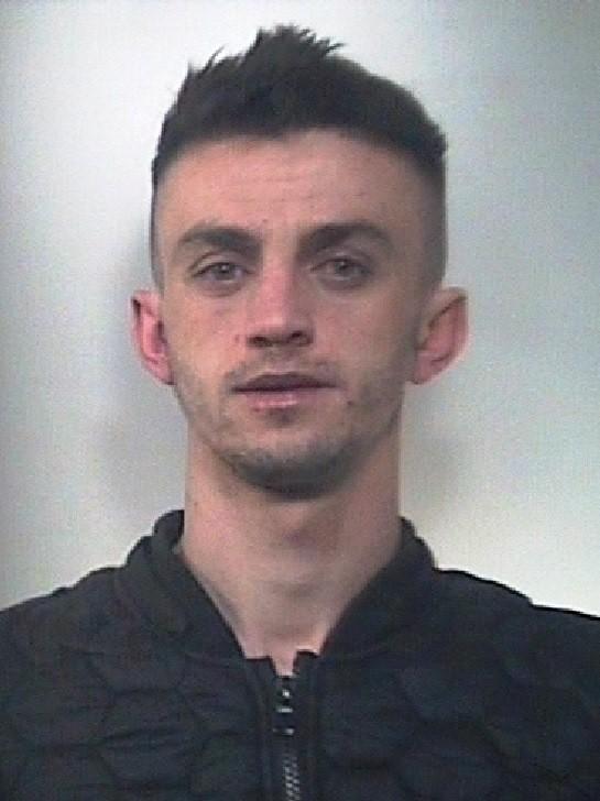 Droga nel cruscotto dell'auto, a Tagliacozzo arrestato un 25enne