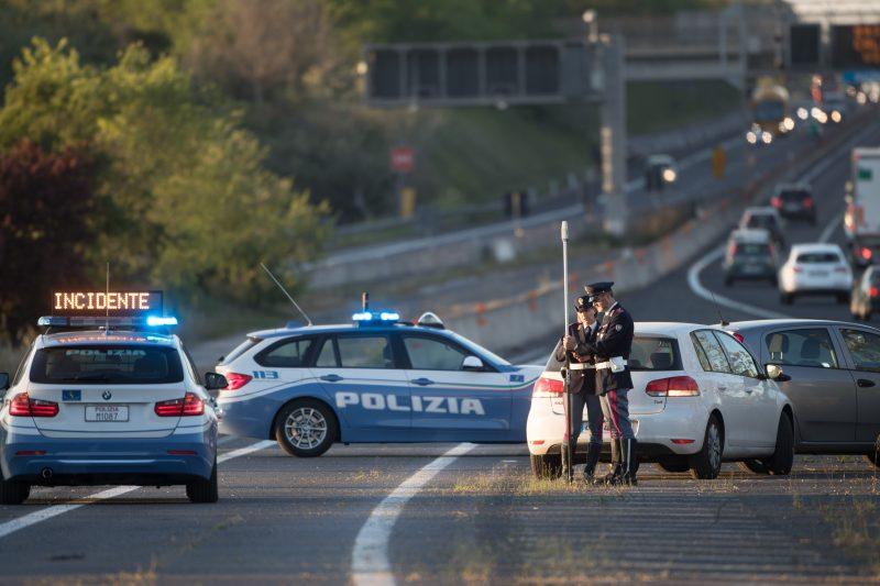Guidava in autostrada ubriaco, denunciato un 21enne per guida in stato di ebbrezza e resistenza a pubblico ufficiale