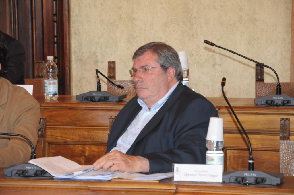 Caso iPhone, Santomaggio diffida il sindaco