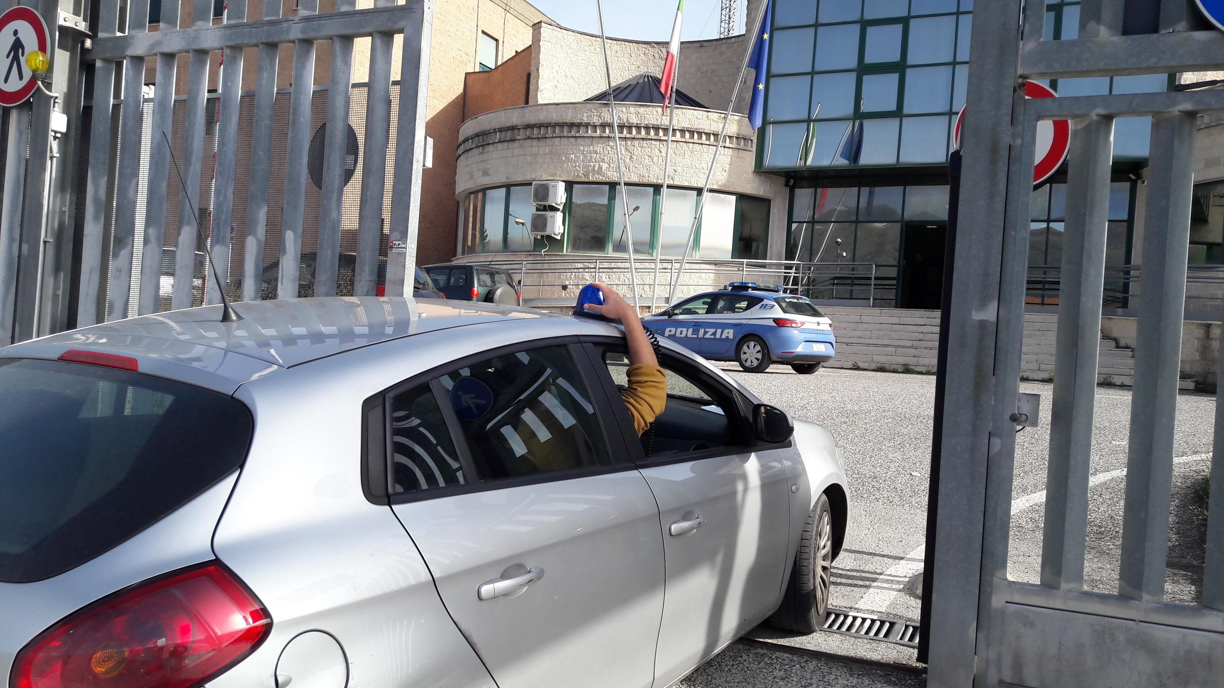 Arrestato mentre preleva con il bancomat rubato, in carcere un 25enne