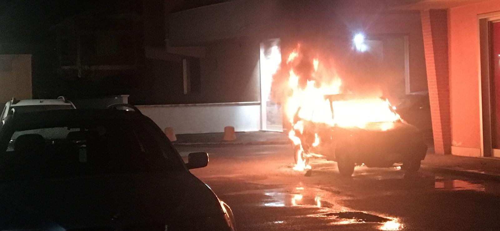 Auto in fiamme ad Avezzano, forse dolo
