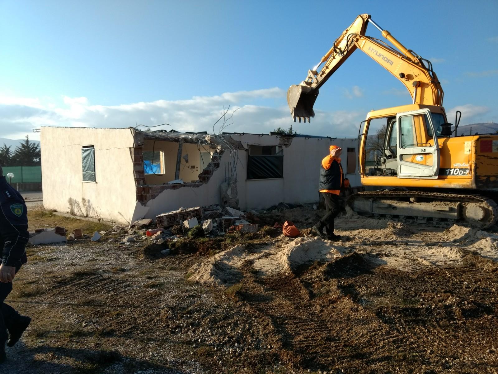 Avezzano: demolito un edificio abusivo