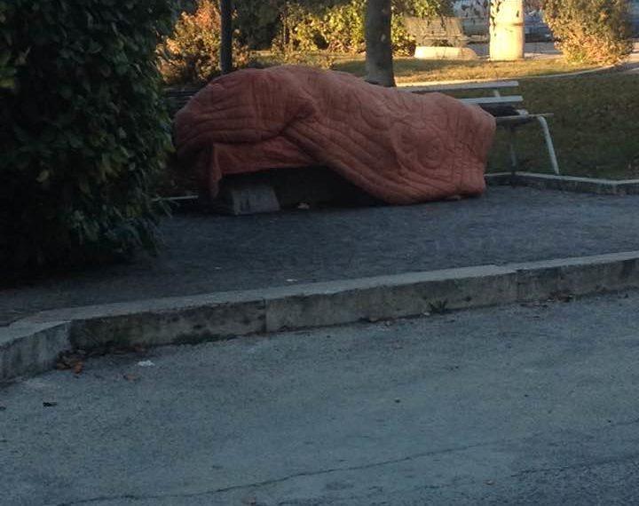 Un letto caldo per i senzatetto. Contro il gelo, il vescovo dei Marsi apre un dormitorio per i più sfortunati