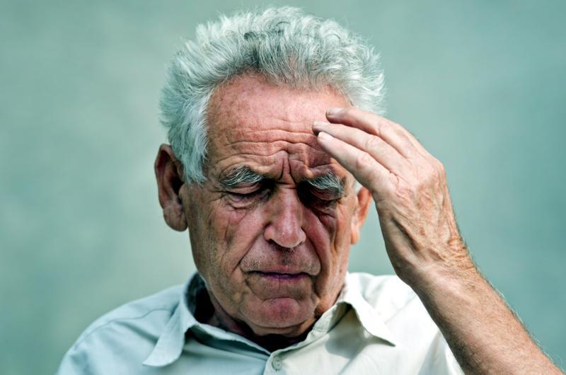 A 90 anni, picchiato in casa da due uomini che tentano di rapinarlo